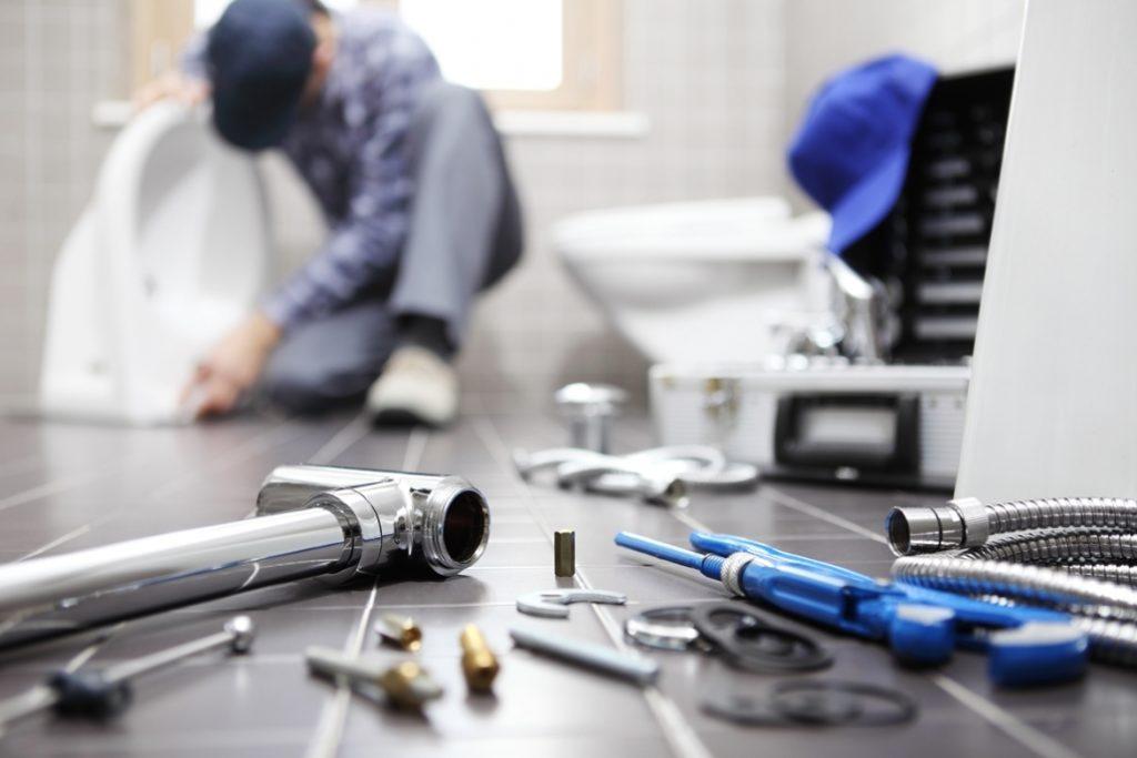 Werkzeug im Badezimmer